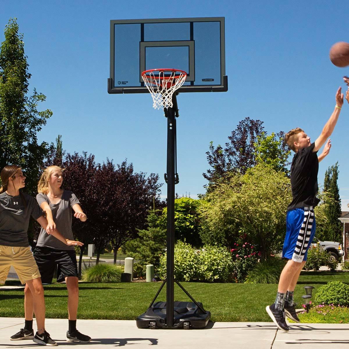 Lifetime® 52吋調整式籃球架